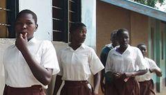 Dvě školačky si během zkoušek 'odskočily' k porodu